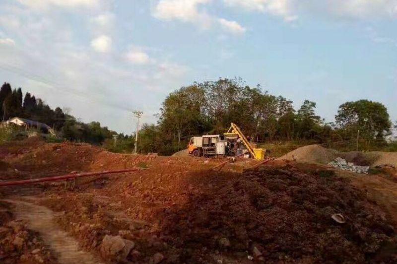 三民重科搅拌车载泵在湘西凤凰助力渠道施工