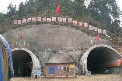 微型混凝土泵,四川松潘隧道施工纪实