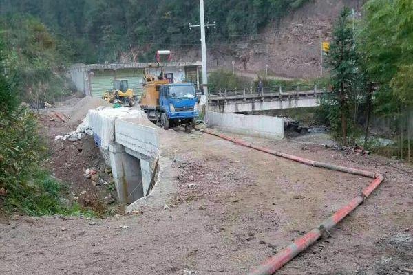 微型混凝土泵修建蓄水池房庄村不再看天吃饭