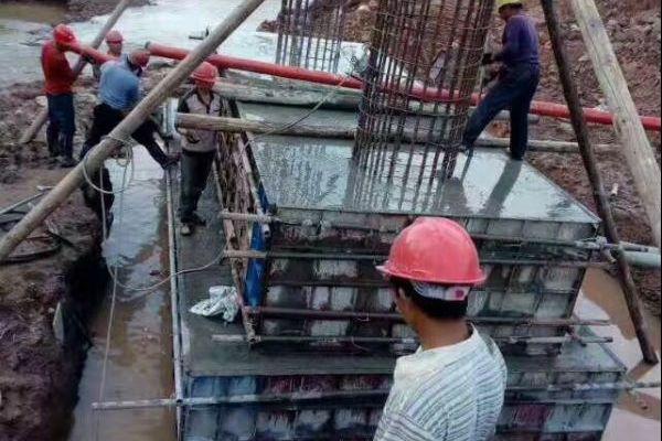 微型混凝土泵在西安高压线塔桩加紧施工还路于民